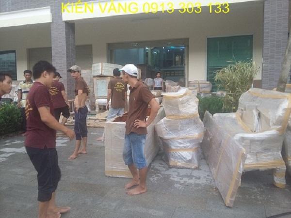 Nhân viên chuyển nhà của Kiến Vàng có tinh thần trách nhiệm cao đối với công việc