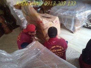 Đội ngũ nhân viên được tuyển chọn với kinh nghiệm và sức khỏe tốt thực hiện chuyển nhà nhanh chóng, đảm bảo