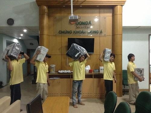 Dịch vụ chuyển văn phòng trọn gói Kiến Vàng luôn đảm sự chuyên nghiệp và uy tín