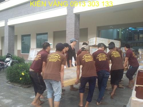 Đội ngũ nhân viên trẻ trung, nhiệt huyết sẽ giúp bạn có được quy trình vận chuyển nhanh chóng, an toàn và chuyên nghiệp