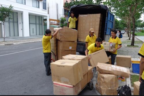 Phân loại đồ đạc và đóng gói cẩn thân
