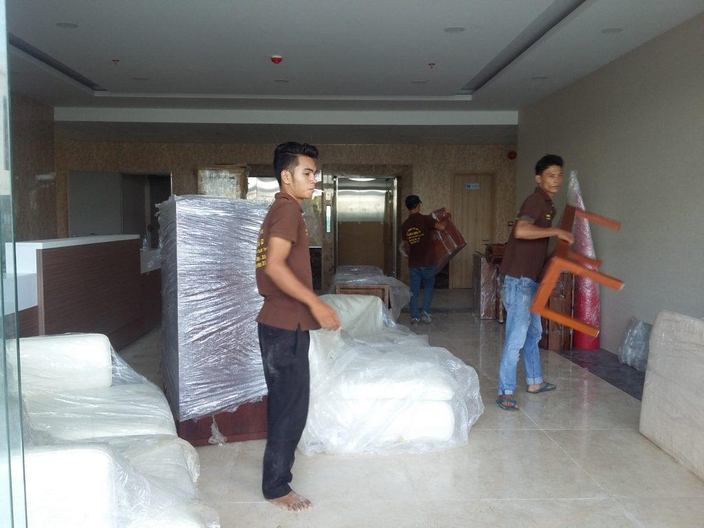 Dịch vụ chuyển nhà trọn gói được thực hiện bởi đội ngũ nhân viên chuyên nghiệp