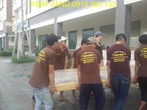 Đội ngũ chuyển nhà Kiến Vàng với nhân viên chuyên nghiệp