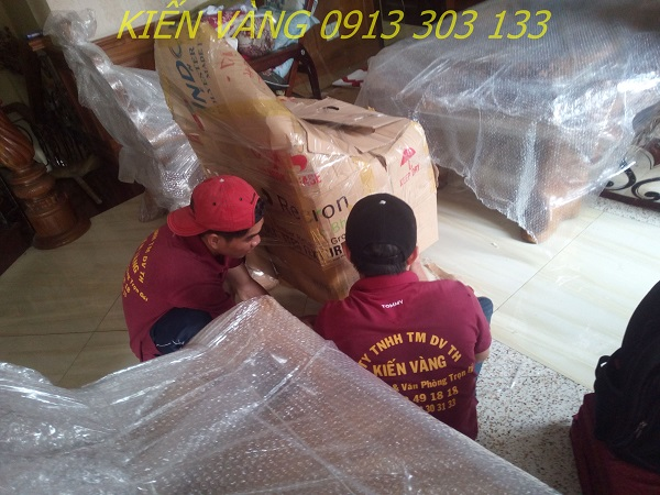 Chuyển nhà với sự giúp đỡ của dịch vụ chuyển nhà sẽ giúp bạn giảm bớt khó khăn trong những ngày mưa bão
