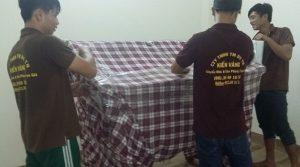 Sử dụng vải bạt để bọc đồ, tránh nước dính vào, khiến chúng bị mốc, hư hỏng.
