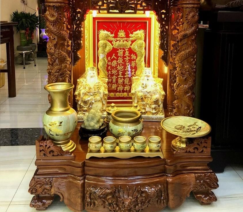 Khu vực bàn thờ ông Địa, Thần Tài phải đảm bảo sạch sẽ, không bị ô uế, bám bụi bẩn